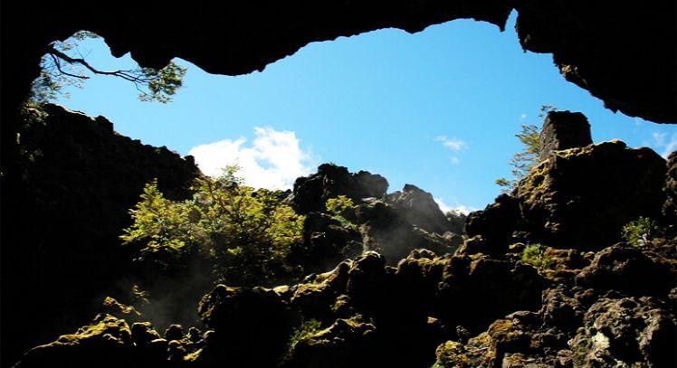 Entrada a las cuevas volcánicas.