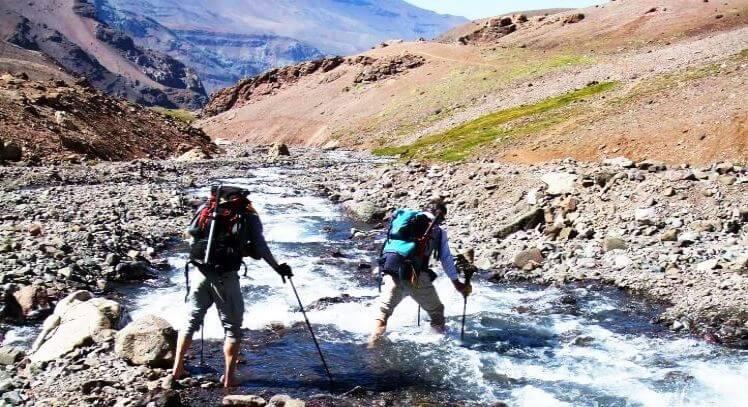 Trekking y cruce del río