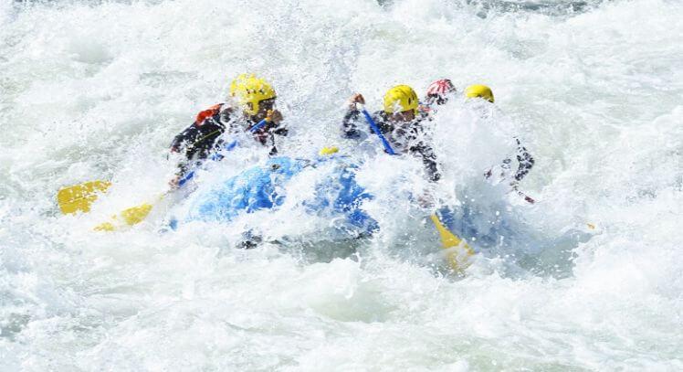Rafting rápido clase V