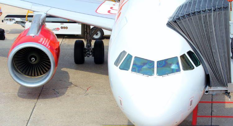 Avión en aeropuerto de Calama, transfer a San Pedro de Atacama.