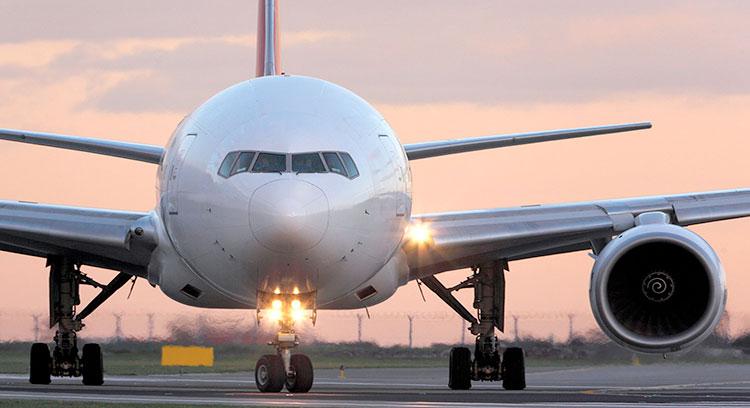 Avión en aeropuerto de Santiago, transfer Santiago.